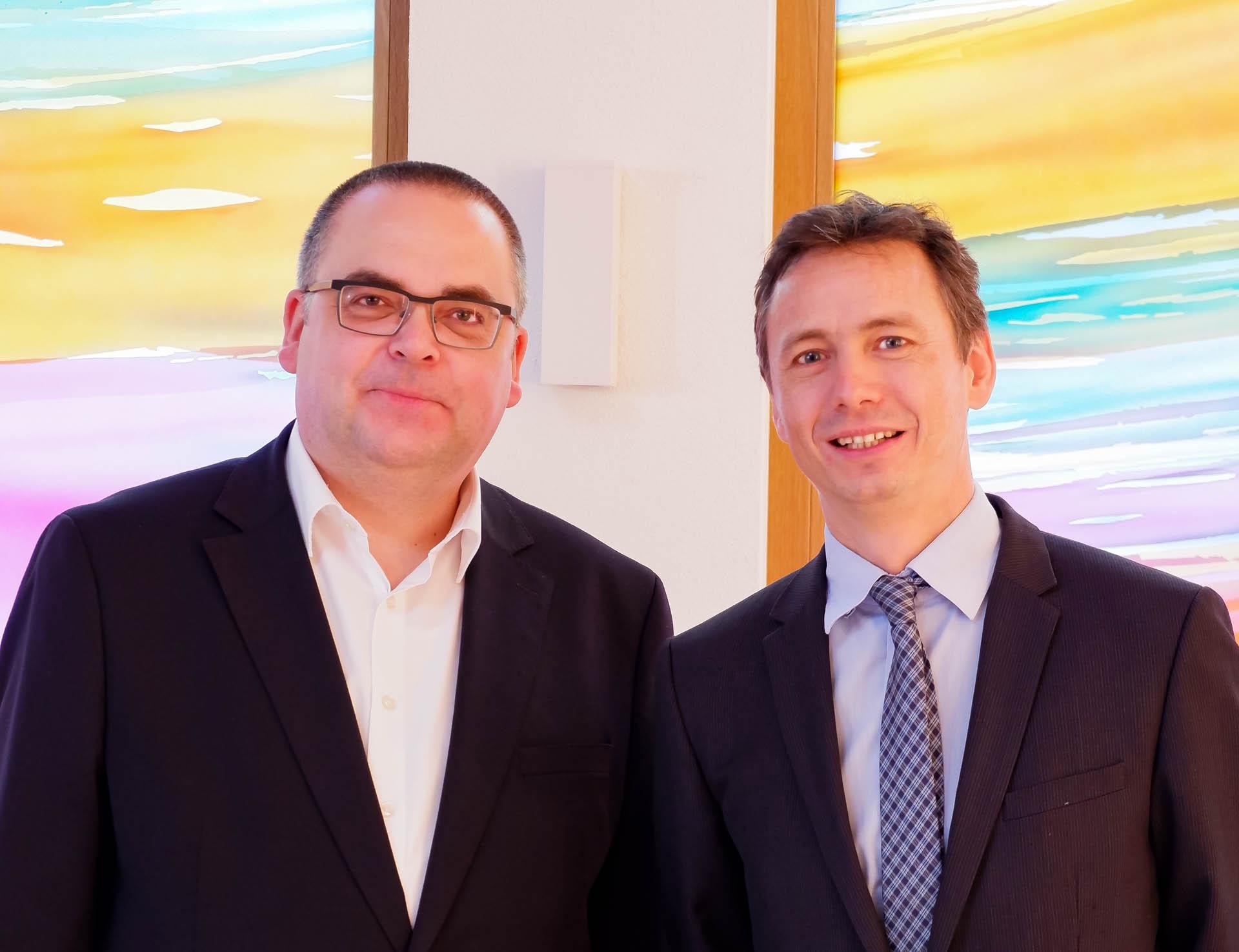 Vorstand Carsten Jacknau (l.) und kaufm. Direktor Daniel Schies (r.) leiten gemeinsam die Diakoniestation Bretten.